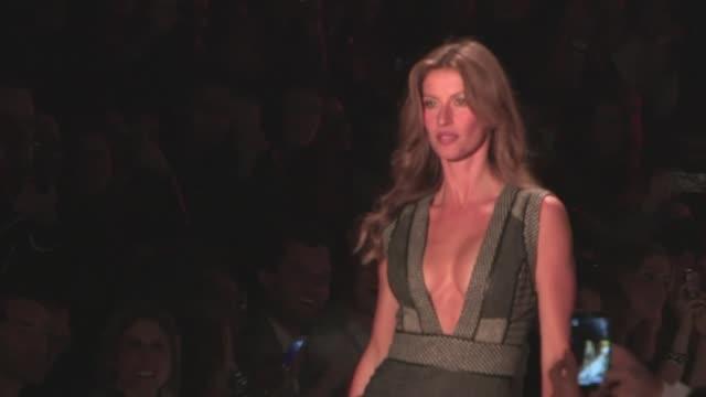 La supermodelo Gisele Bundchen brillo este jueves en la Semana de la Moda de Sao Paulo tras dos anos de ausencia en la maxima pasarela de...