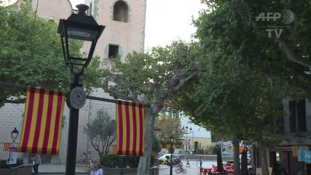 vídeos y material grabado en eventos de stock de la tension en espana es latente estos dias poco antes de un voto clave en cataluna que podria llevar a la region a declarar su independencia y... - llevar