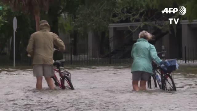 la tormenta tropical barry sigue azotando el domingo el estado de luisiana en estados unidos y a pesar de estar debilitandose no cesan las alertas... - luisiana stock videos and b-roll footage