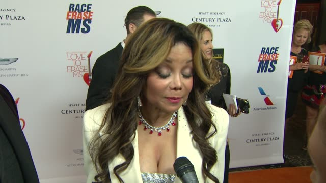 vidéos et rushes de la toya jackson on the event at the 20th annual race to erase love to erase on 5/3/13 in los angeles, ca . - gomme