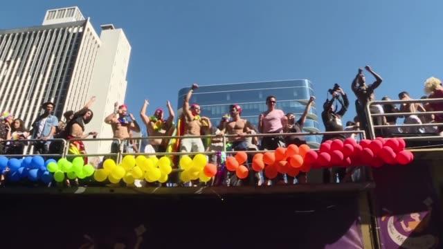 vídeos de stock, filmes e b-roll de la tradicional marcha del orgullo lgbt de sao paulo exigio el domingo respeto a la diversidad con un fuerte talante politico en un ano en que brasil... - respect