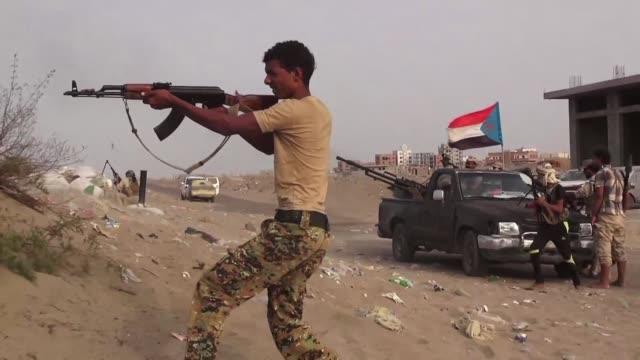 la tregua decretada para el transporte de ayuda humanitaria en yemen no se respetaba este sabado horas despues de su entrada en vigor debido a la... - entrada stock videos and b-roll footage