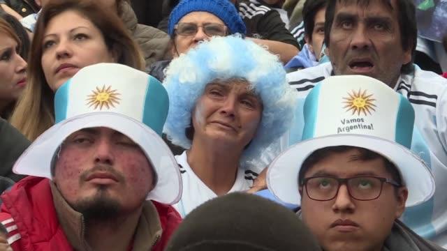 la tristeza invadio el sabado a los argentinos que nuevamente se despiden del sueno de levantar la copa del mundo tras caer 43 ante francia - tristeza stock videos and b-roll footage