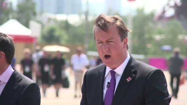 la vispera de un gran día para londres voiced vispera olimpica en londres on july 26 2012 in london england - día stock videos & royalty-free footage