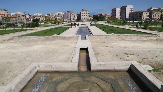 stockvideo's en b-roll-footage met la zisa, view of the gardens and fountains, palermo, sicily. - tuinpad