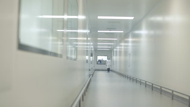 vídeos y material grabado en eventos de stock de lab technician walking down corridor - laboratorio