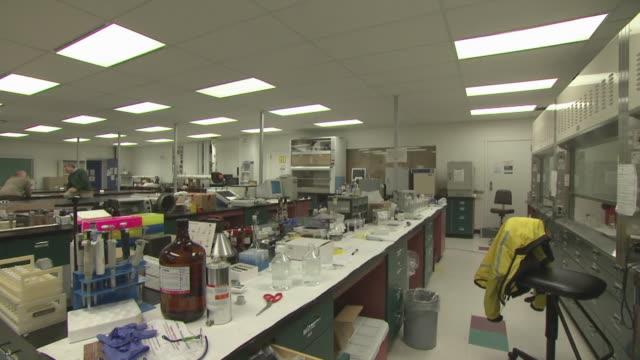 vidéos et rushes de laboratory, england, united kingdom - chemistry