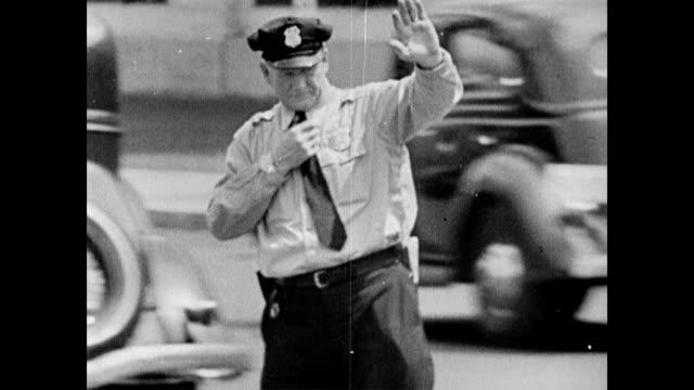 wpa laborers at work on top of building / traffic in downtown washington dc / view between buildings / road sign 'no right turn' 'do not enter' 'no... - trådbuss bildbanksvideor och videomaterial från bakom kulisserna