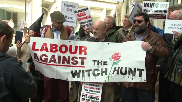 vídeos de stock, filmes e b-roll de labour activist marc wadsworth expelled from party tx westminster ext various shots activists outside church house with banners and placards in... - margaret hodge