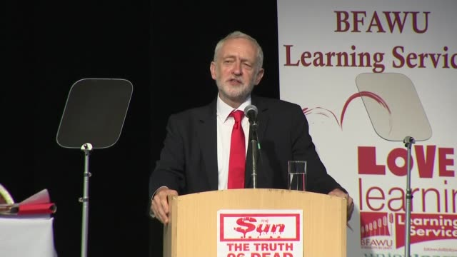 jeremy corbyn mp speech to the bakers' union conference england lancashire southport int jeremy corbyn mp speech at bfawu conference sot - イングランド サウスポート点の映像素材/bロール