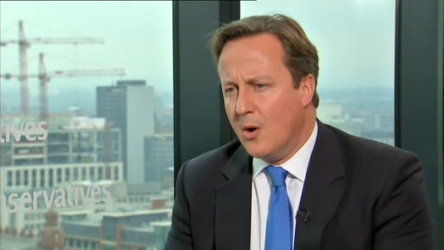 labour leader ed miliband accuses daily mail of lies over article about his father; prime minister david cameron mp interview sot - i haven't read... - デイリーメール点の映像素材/bロール