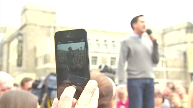 clean labour leader ed miliband speech talking to crowds on soap box gathered in brighton ahead of labour party conference labour leader ed miliband... - 2013 stock-videos und b-roll-filmmaterial