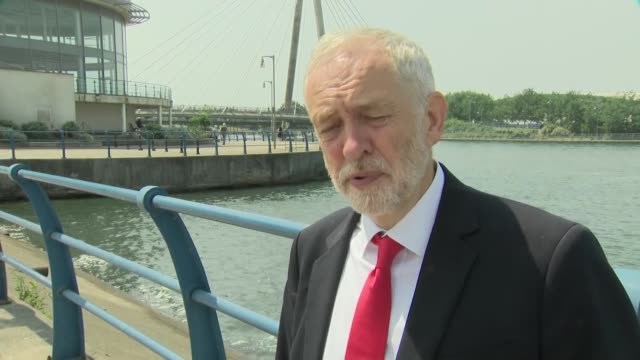 labour leader jeremhy corbyn mp interview on improvements for hospitality workers brexit arron banks england lancashire southport ext jeremy corbyn... - イングランド サウスポート点の映像素材/bロール