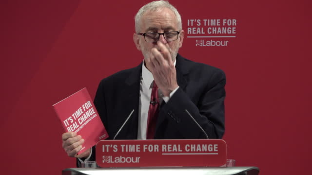 labour leader jeremy corbyn delivers the party manifesto on race and faith to an audience in tottenham he said the labour party manifesto could... - 労働党点の映像素材/bロール