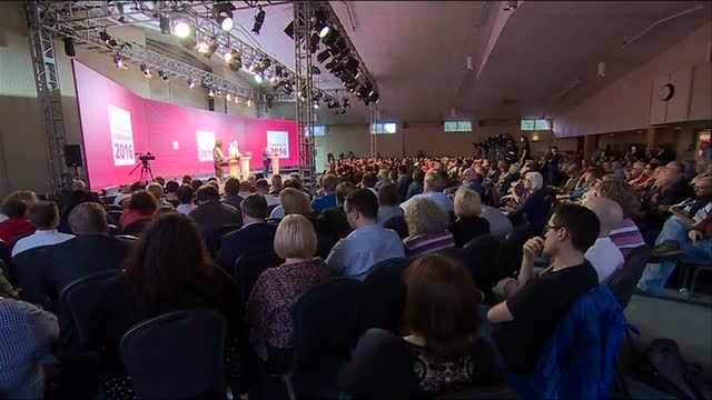 labour leadership candidates jeremy corbyn and owen smith have torn into each other tonight, at a bad tempered first leadership hustings in cardiff.... - オーウェン・ウィルソン点の映像素材/bロール