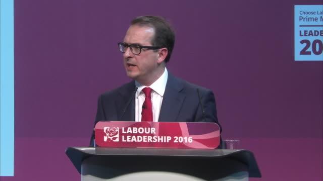 labour leadership challenger owen smith telling jeremy corbyn that 172 mp's from his own party voted against his leadership - owen smith politician stock videos & royalty-free footage
