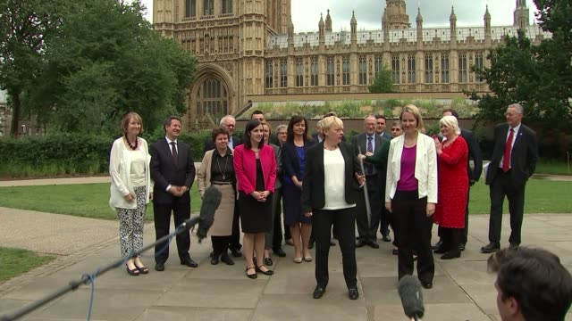 angela eagle unveils 'keep it comradely' pledge mps arriving and waiting including stephen kinnock wes streeting mp margaret hodge mp and caroline... - マーガレット・ホッジ点の映像素材/bロール