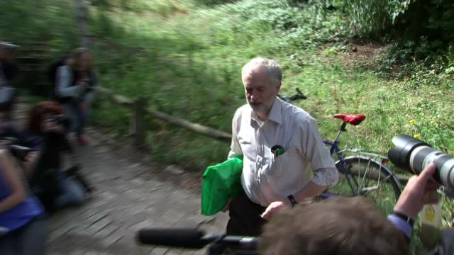jeremy corbyn could bring back clause iv on public ownership 782015 england london camden camley street natural park ext jeremy corbyn mp arrival on... - itv weekend lunchtime news点の映像素材/bロール