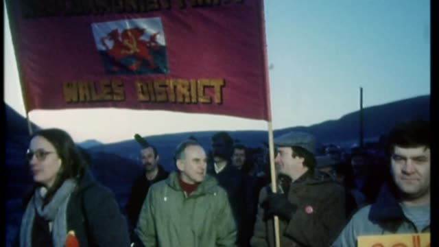 vídeos de stock, filmes e b-roll de rally in support of jeremy corbyn held 1984 protesters with 'wales district' banner along during miner's strike owen smith as boy high angle view... - greve