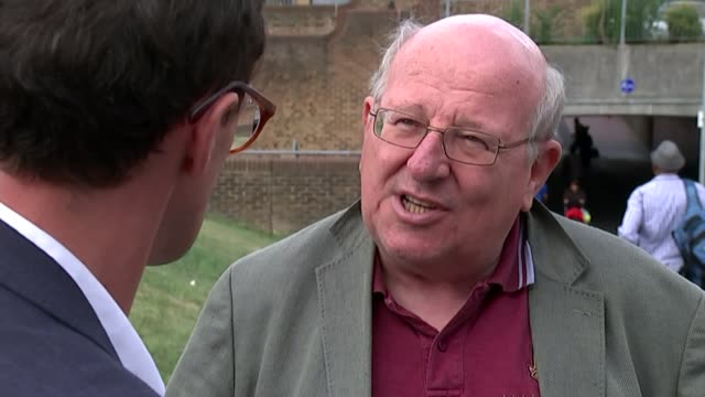 vídeos de stock, filmes e b-roll de labour leadership election: new members win high court ruling allowing them to vote; ilford: ext mike gapes mp interview sot - ilford