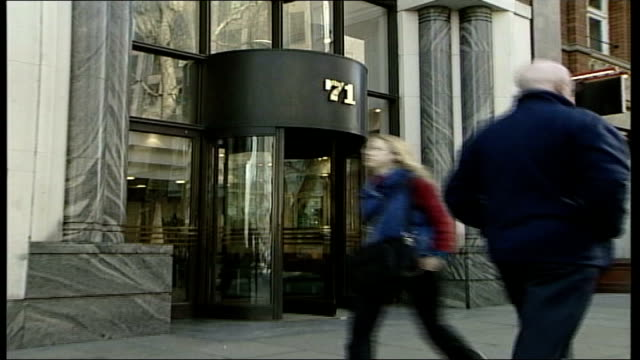 rod aldridge resigns as capita chairman england london victoria street number '71' outside headquarters of capita pull out people along street past... - キャシー・ニューマン点の映像素材/bロール