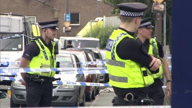 vidéos et rushes de labour mp jo cox murder: impact on mp constituency surgeries; west yorkshire: birstall: ext police tape cordons near crime scene police officers and... - meurtre