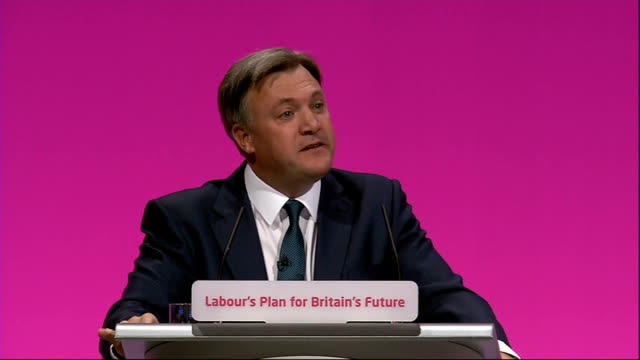 vídeos de stock e filmes b-roll de labour party annual conference: ed balls speech; ed balls mp speech to labour party conference sot - and conference i want to see child benefit... - making money