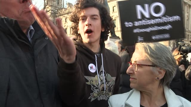 corbyn issues detailed apology after pressure from mps and jewish groups england london westminster ext counter protesters clashing sot vox pops sot... - soziale gerechtigkeit stock-videos und b-roll-filmmaterial