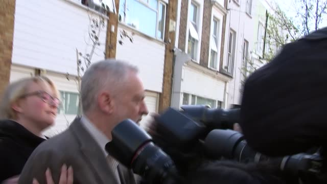 labour party antisemitism row: jeremy corbyn doorstep; england: london: ext jeremy corbyn mp out of house along past press, not answering questions,... - 反ユダヤ主義点の映像素材/bロール