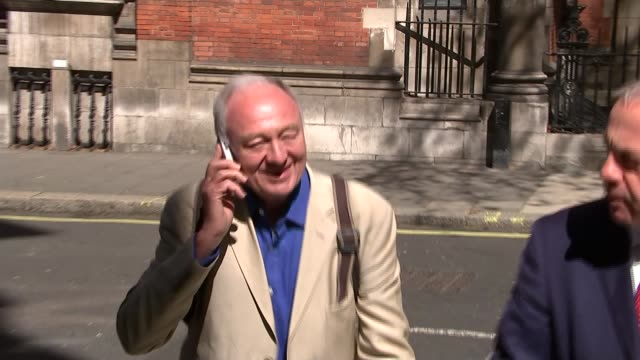 stockvideo's en b-roll-footage met ken livingstone suspended after hitler comments england london westminster ext ken livingstone along street using mobile phone then being confronted... - ken livingstone