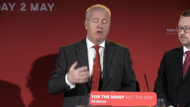 vídeos de stock e filmes b-roll de labour party chair ian lavery mp helps to launch their local election campaign at staffordshire university in stoke-on-trent and discusses jeremy... - presidente de empresa