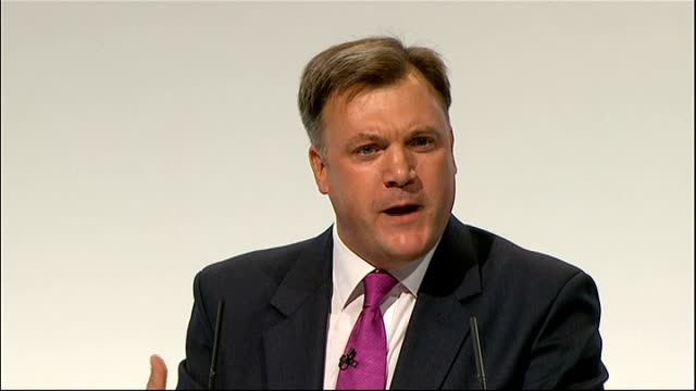 vídeos de stock e filmes b-roll de ed balls speech ed balls speech sot conference trying to cut the deficit too far too fast isn't working / the government must adopt a steadier more... - plus key