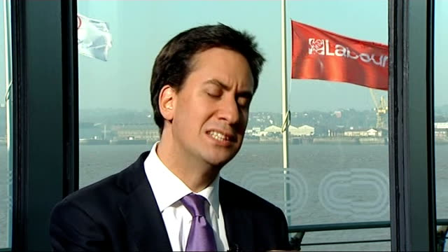 ed miliband interview miliband interview sot we're not flouting the rules / he's not a tax exile now / i want to be very clear about this it's about... - 不公平点の映像素材/bロール