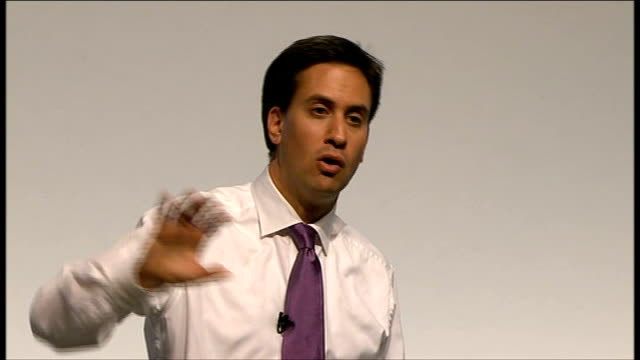 ed miliband takes part in qa session ed miliband answering questions sot i'm in favour of the right to strike but it's got to be a last resort on... - separatism stock videos & royalty-free footage