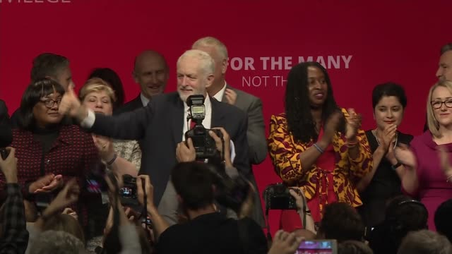 jeremy corbyn speech uk brighton labour party leader jeremy corbyn waving to audience from stage at end of his speech to 2019 labour party conference... - music stand stock videos & royalty-free footage