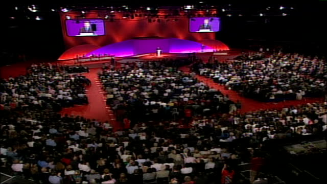 stockvideo's en b-roll-footage met bill clinton speech england manchester int high angle view conference hall filled with delegates applauding at the annual labour party conference /... - bill clinton