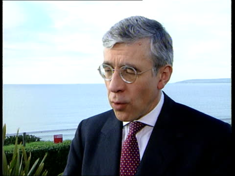 crime/health ltn jo andrews england bournemouth jack straw mp as meets police officers to thank they for security arrangements for party conference... - isoliermaterial stock-videos und b-roll-filmmaterial