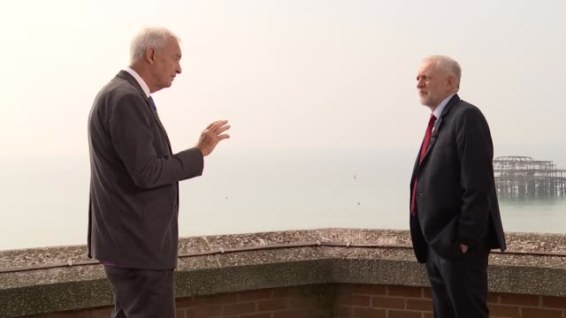 jeremy corbyn interview england west sussex brighton ext jeremy corbyn mp interview with jon snow sot re brexit tarrifffree access transition period... - jon snow journalist stock-videos und b-roll-filmmaterial