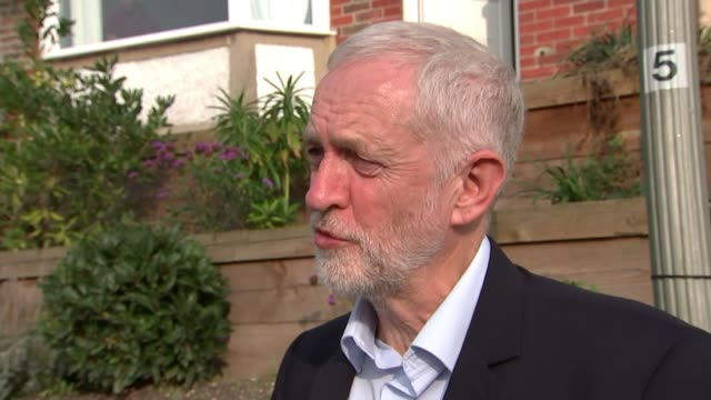 labour party conference: labour preparing for possible run on pound if it is elected; england: brighton: ext jeremy corbyn mp from barnardo's halfway... - simply red点の映像素材/bロール