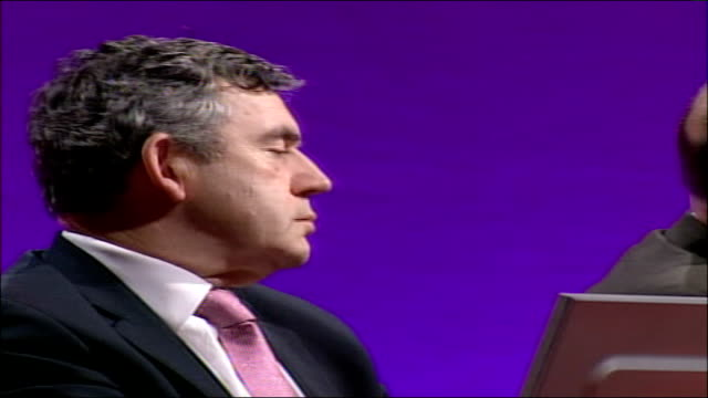 vídeos de stock e filmes b-roll de labour party conference: tony blair refuses to endorse gordon brown as his successor; **beware flash photography** int hazel blears mp speaking at... - prime minister
