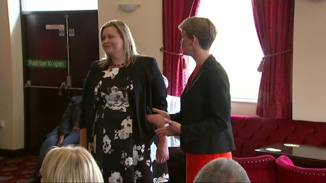 yvette cooper visits sherwood constituency england nottinghamshire int yvette cooper mp arriving at club with leonie mathers and talking to people /... - collegio elettorale video stock e b–roll