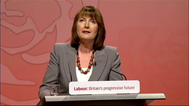 announcement and ed miliband speech england manchester manchester central throughout** harriet harman mp to podium at labour leadership results... - エド ミリバンド点の映像素材/bロール