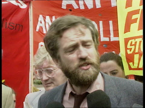 militant ext tlms grant livingstone brown and corbyn talking to press pull cms jeremy corbyn mp speaking to press sof he's determined to stay in the... - jeremy corbyn stock-videos und b-roll-filmmaterial