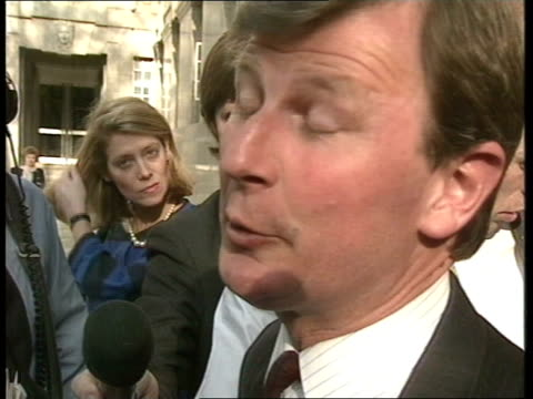 stockvideo's en b-roll-footage met london smith sq int neil kinnock looking down at notes roy hattersley seated next ext tony benn mp picks up suitcase containing his policy statements... - roy hattersley