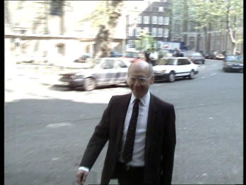 labour party policy meeting **** for rushes see cr227 egland london transport house john smith amp neil kinnock seated chatting kinnock walks to... - ロビン クック点の映像素材/bロール