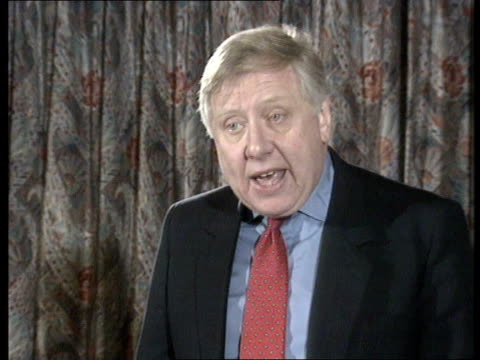 vídeos de stock, filmes e b-roll de kent gravesend woodville hall ms roy hattersley mp into meeting amp takes seat tms audience applauds cms roy hattersley mp speaking at meeting bv... - tony benn