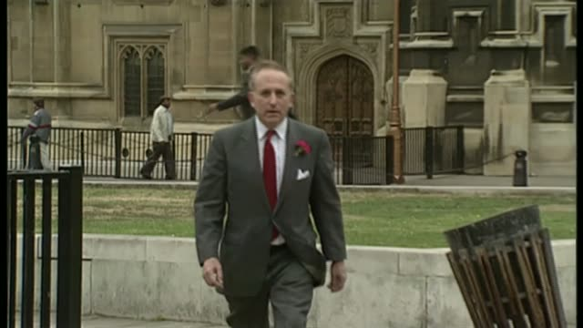 vídeos de stock e filmes b-roll de labour party response to lord janner historical sexual abuse allegations; bsp301091022 / tx london: lord janner along in westminster t30109109 / tx... - alastair stewart