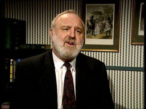 vídeos y material grabado en eventos de stock de labour threaten to exploit defection of emma nicholson to liberal democrats; london: frank dobson mp interview sot - on which votes labour hopes to... - abandonar