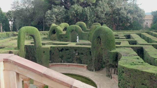 vídeos y material grabado en eventos de stock de labyrinth park in horta district in barcelona - seto