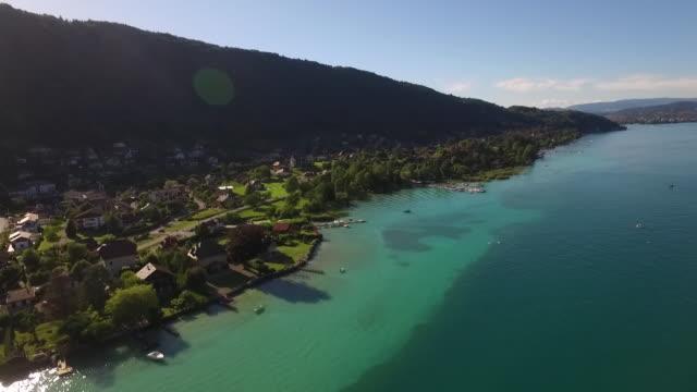lac d'annecy vue du ciel - auvergne rhône alpes stock videos & royalty-free footage